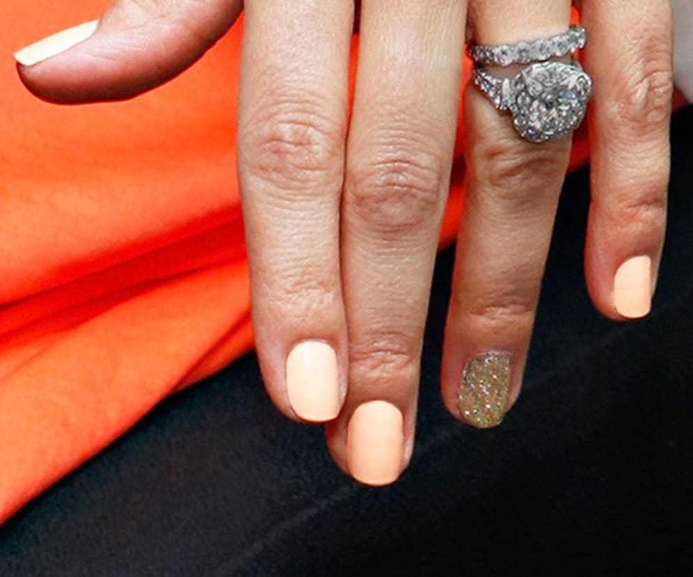 How To Do An Accent Nail In 4 Easy Steps Nail Colors L Oreal Paris